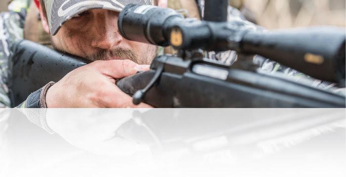 Hunter focusing through rifle scope