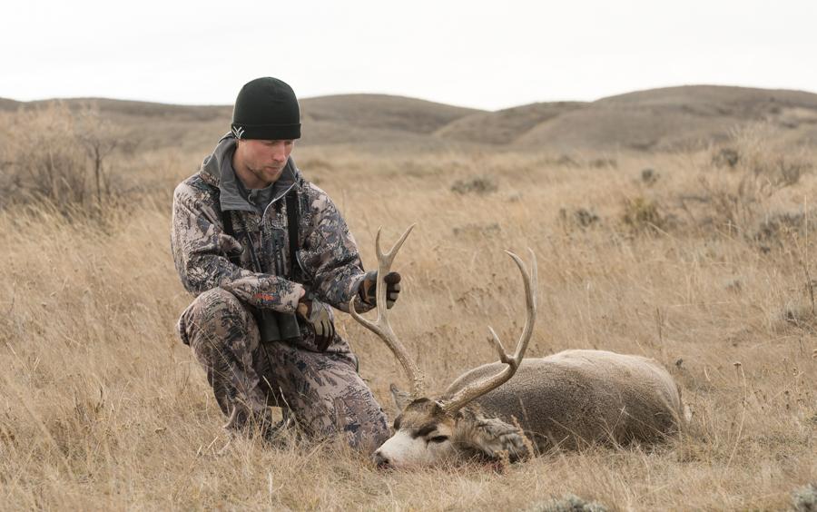#muledeer #easternmontana #hunting #deerhunting #montana #hsmammo #huntingshack # sitkagear #badlandsofmontana
